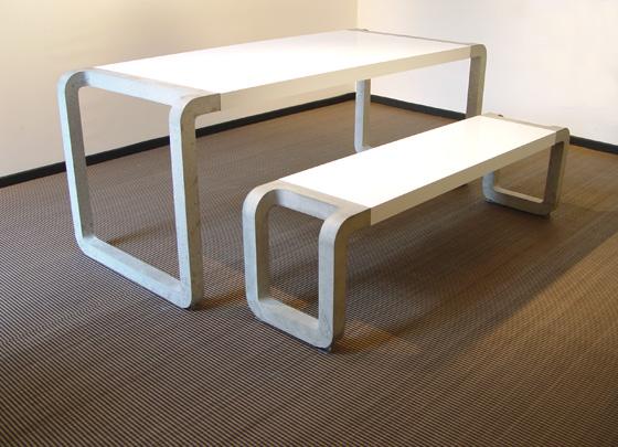 Стол и скамейка