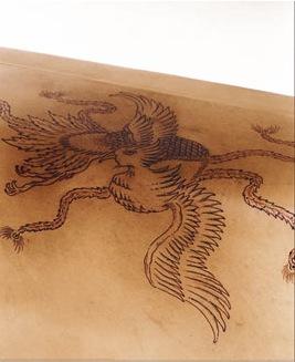 Кожаная мебель с татуировкой